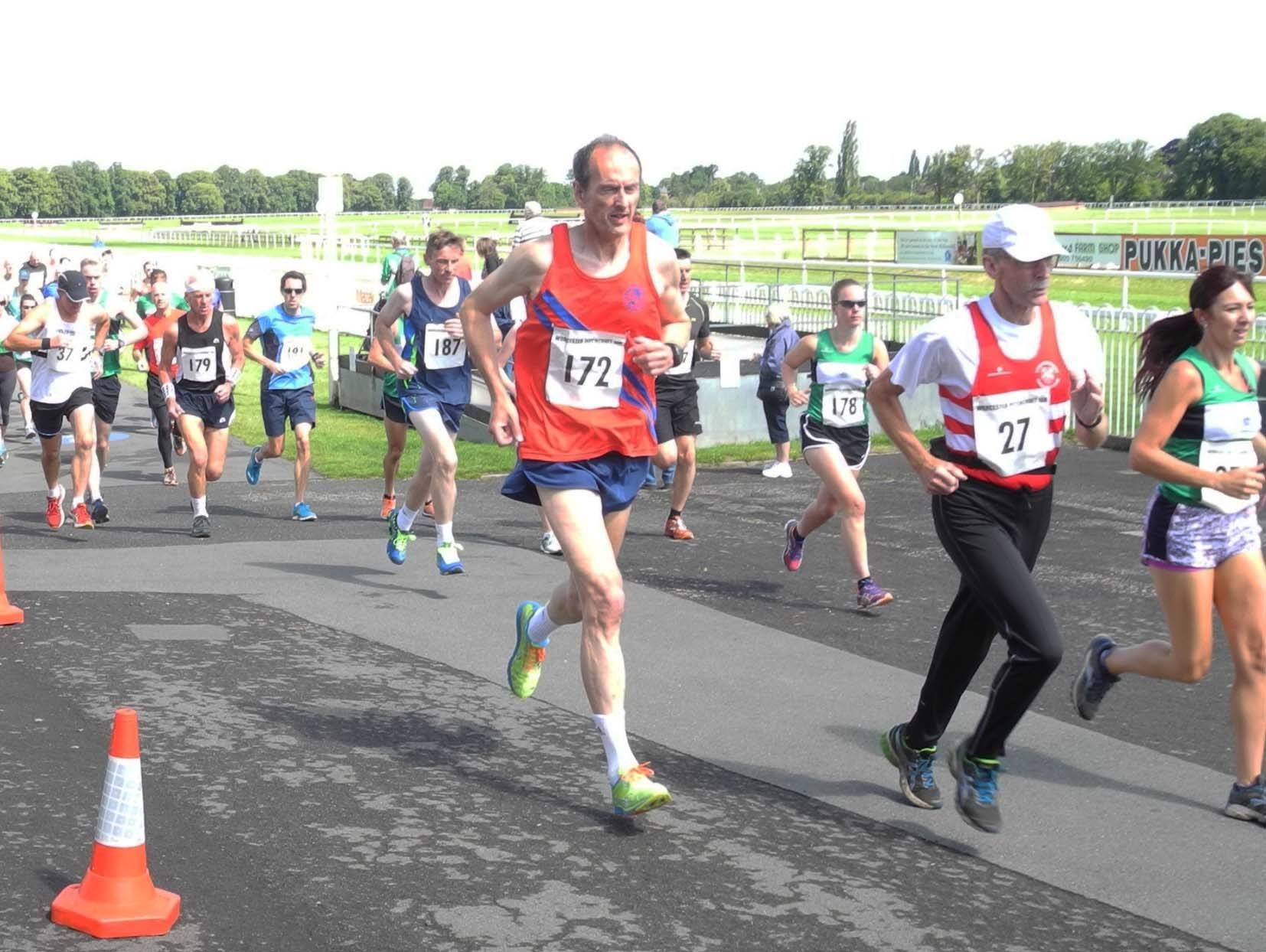 B&R athlete Clive Rose at the Pitchcroft 10k 2015